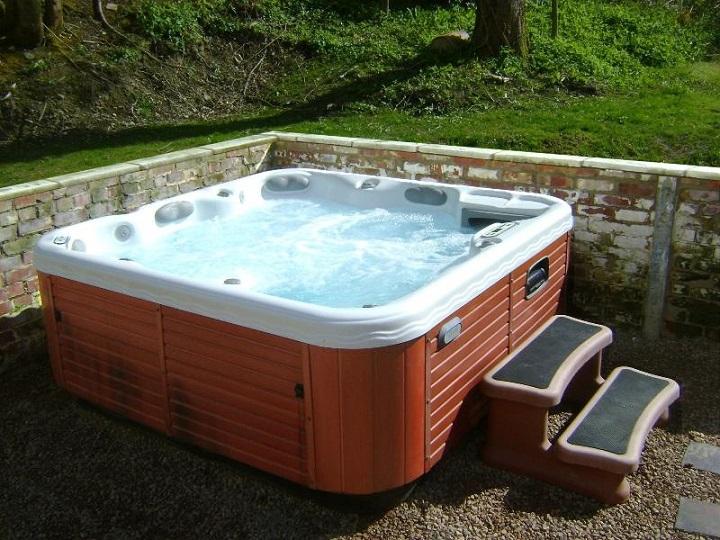 Hot Tub 2