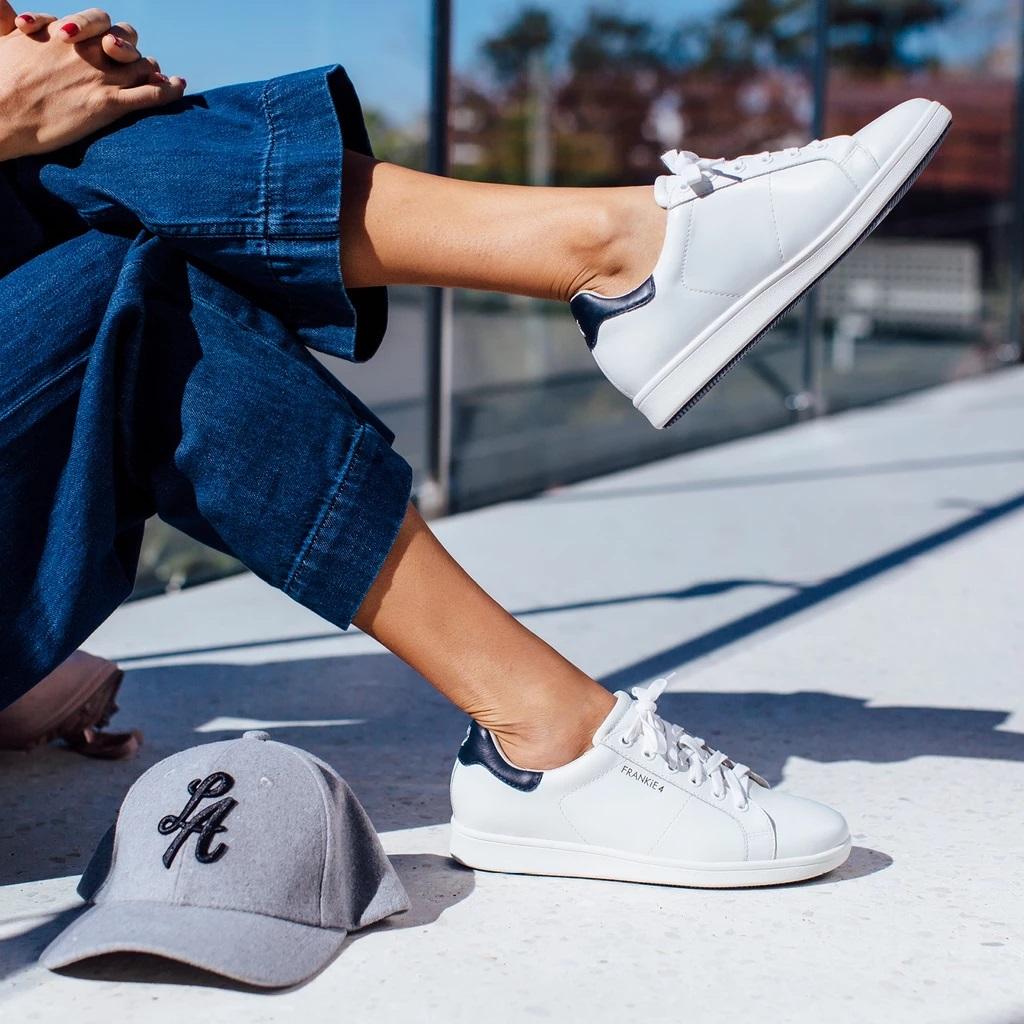 sneakers navy white