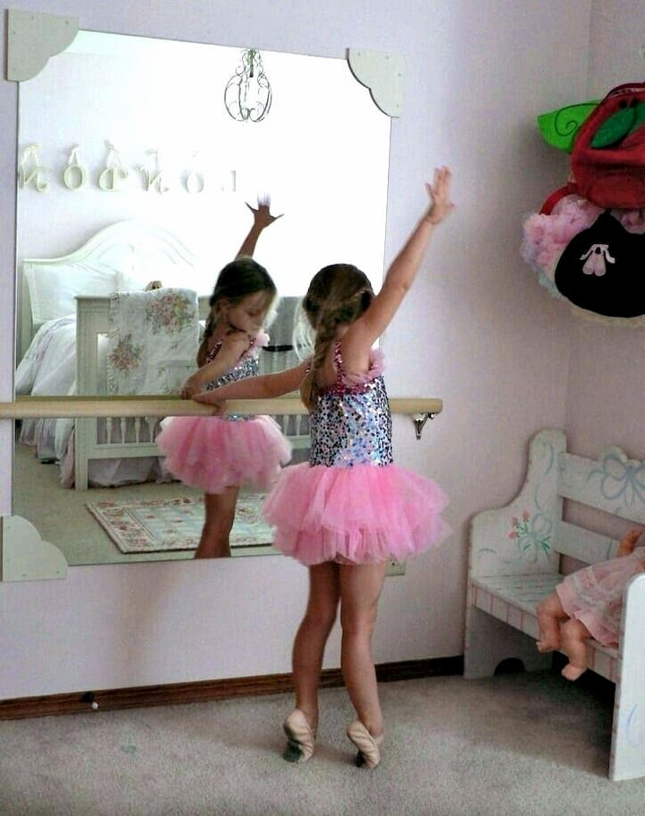 dancing-mirror