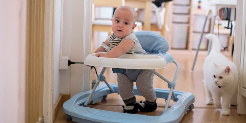 Advantages-and-Disadvantages-of-Baby-Walkers-image